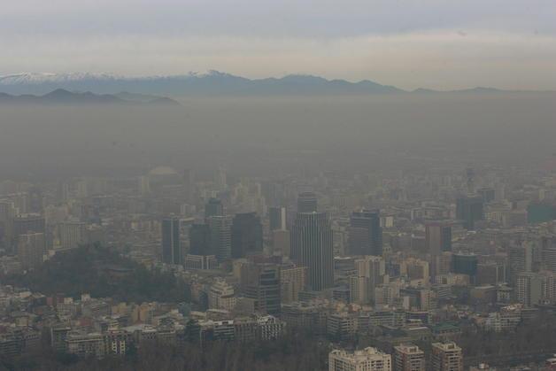 Expertos proponen restringir uso de la leña en Santiago
