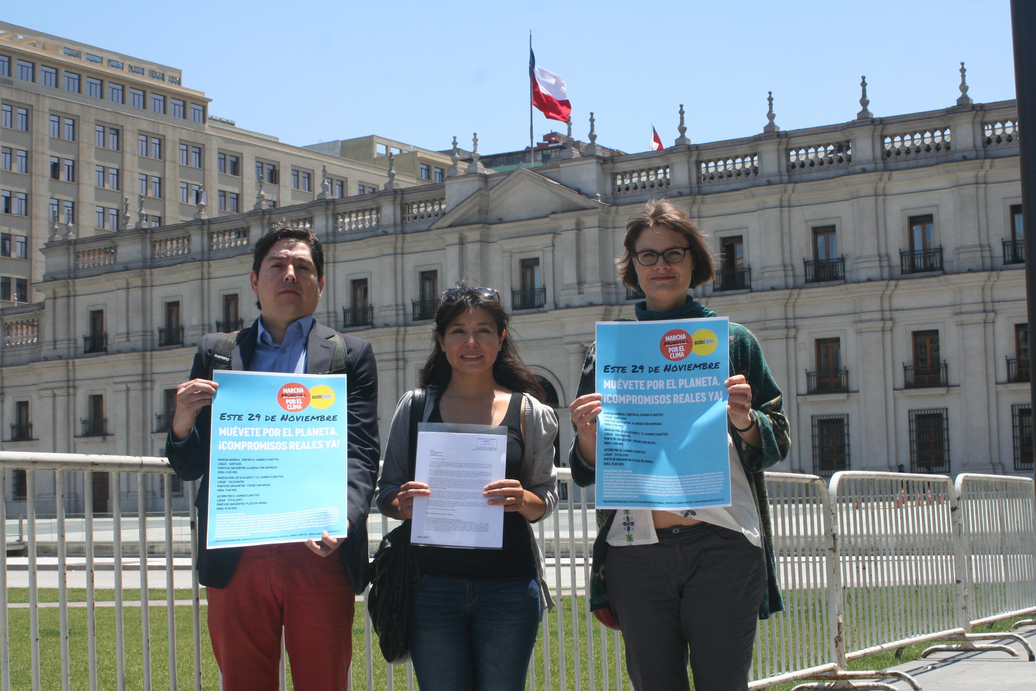 Coalición contra el Cambio Climático entrega petición a Michelle Bachelet para mejorar compromisos de cara a la COP-21