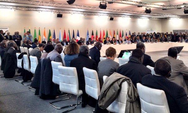 """Nuevas coaliciones y """"tratado justo"""" marcan últimos días de COP-21"""