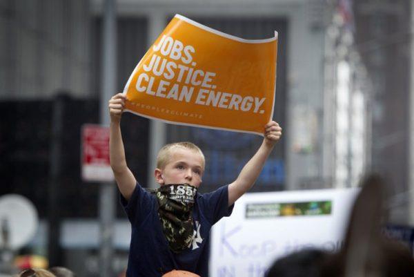 Miles de personas participaron de oleada global de protestas contra combustibles fósiles