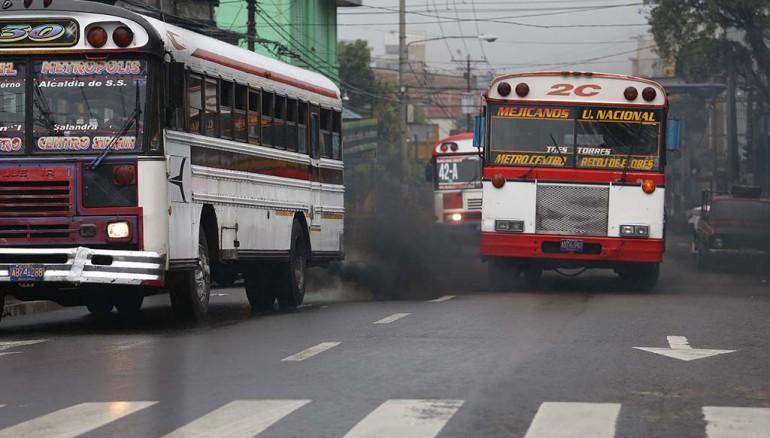 El Salvador: proponen multar a conductores de vehículos que contaminen